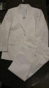 純白のコットンスーツ